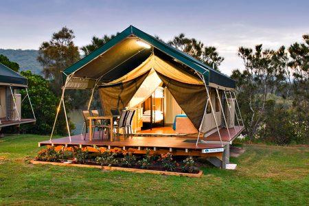 La vacanza in campeggio può essere all'insegna del risparmio o del glamour
