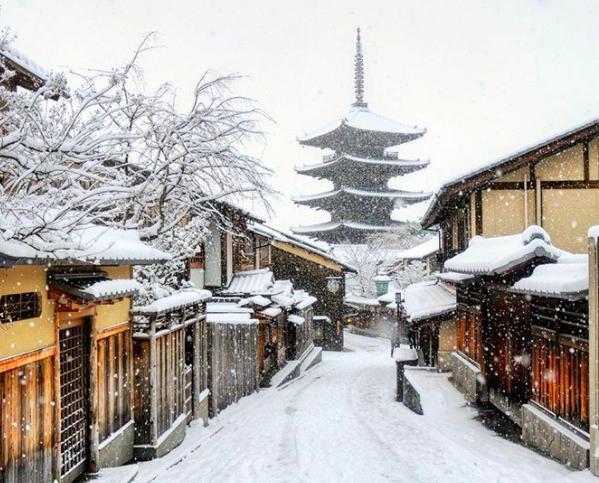 Veduta di Kyoto (Giappone) sotto la neve #fotospettacolari