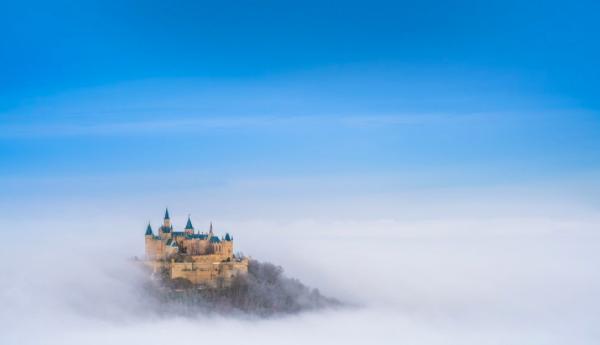 Il castello di Hohenzollern (Burg Hohenzollern), nei pressi di Stoccarda (Germania) #fotospettacolari