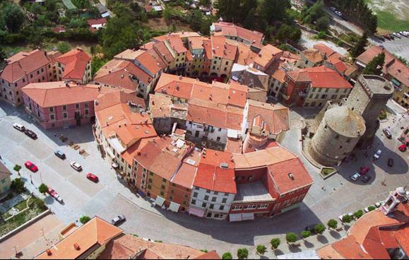 Veduta di Varese Ligure (borgo in provincia de La Spezia) #fotospettacolari