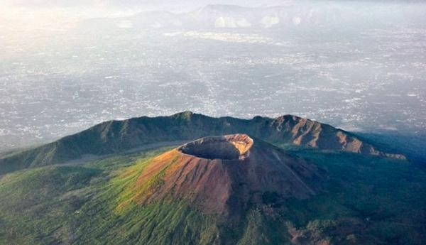 Veduta del Vesuvio dall'alto #fotospettacolari