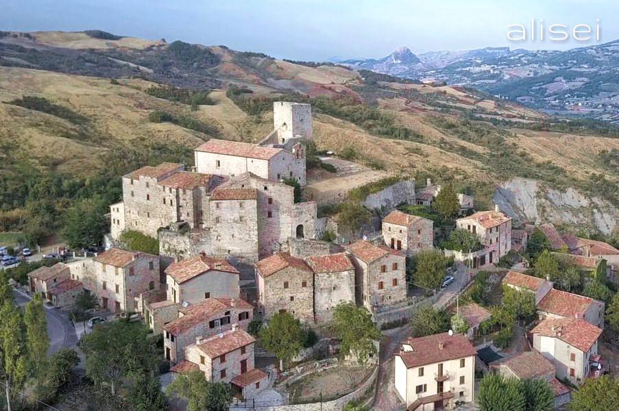 Il borgo medievale di Petrella Guidi (Rimini) #fotospettacolari