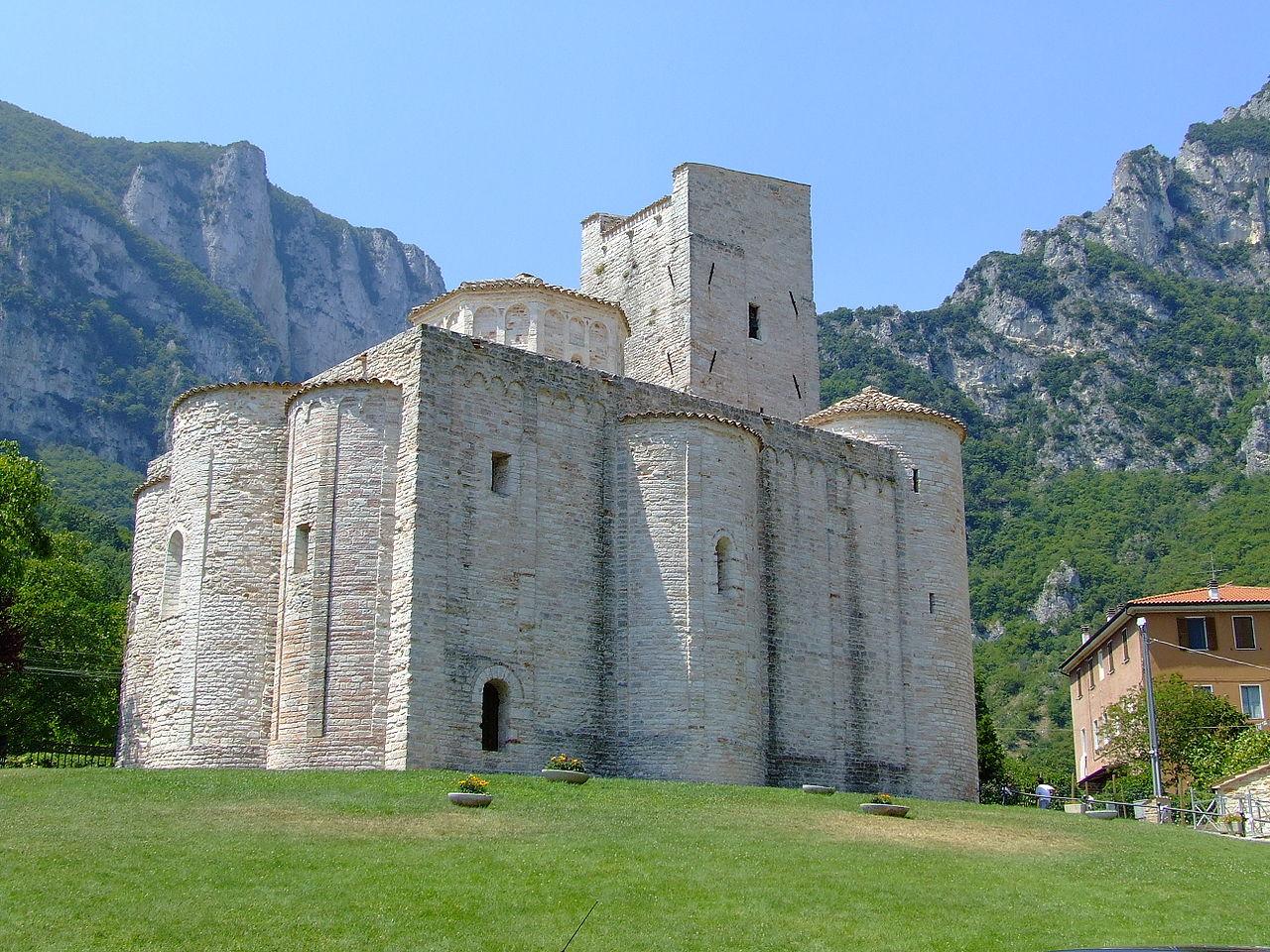 Una visita all'Abbazia di San Vittore alle Chiuse (Ancona)
